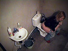 Hot booty of bimbo smoking on the toilet